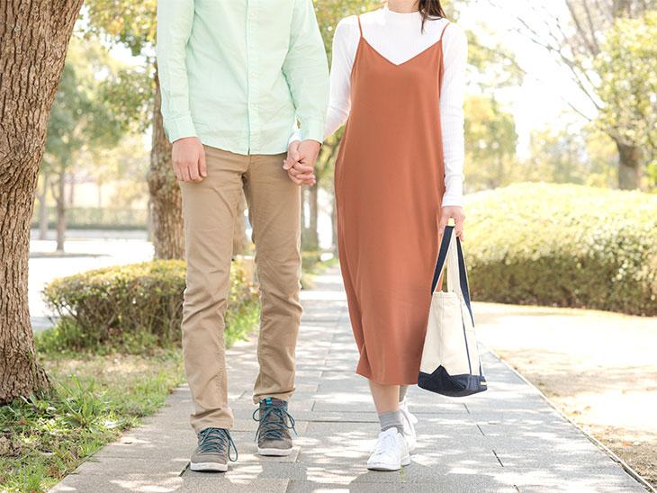 お散歩をするカップル