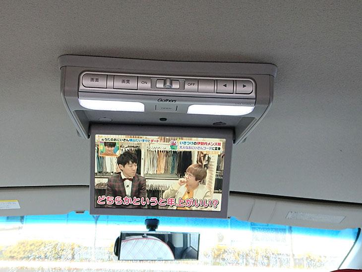 後部座席向けのカーテレビ