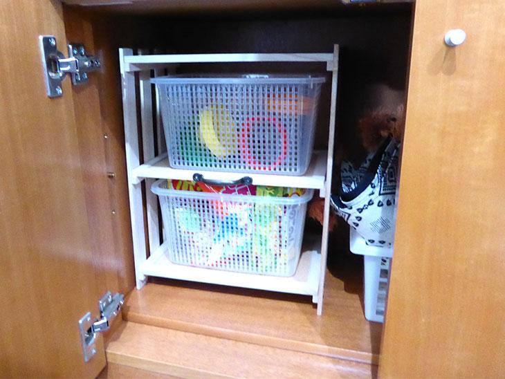 食器棚に収納している様子