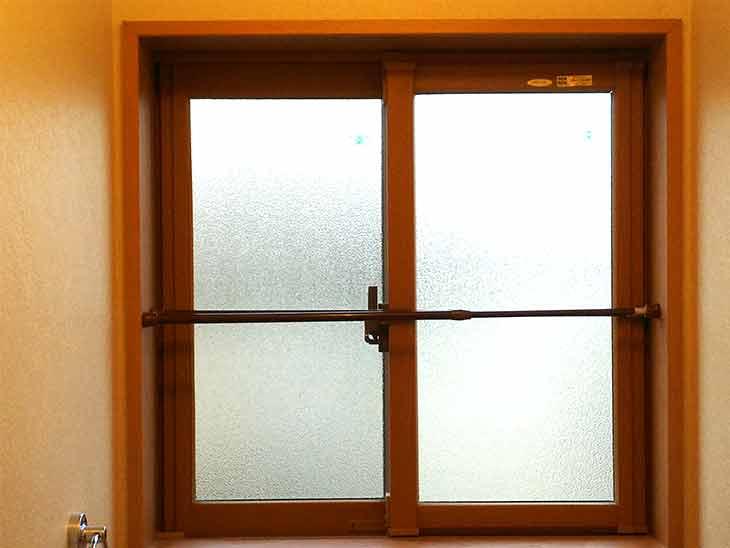 出窓などのポールのつけ方