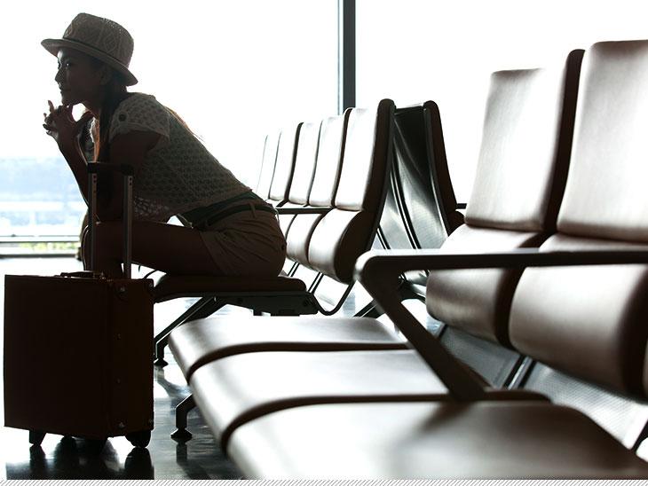 空港で待っている人