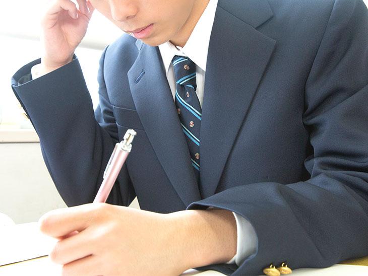 受験を受ける高校生