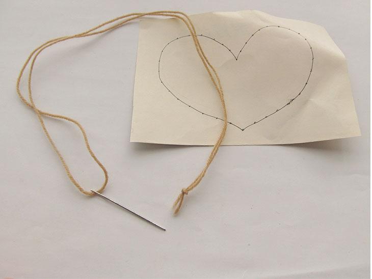 手作り縫いさしと玉結びした糸