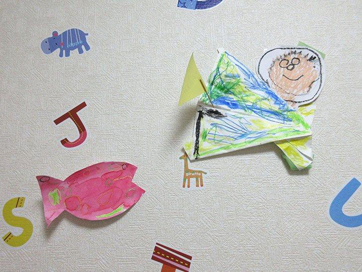 壁に飾られた作品