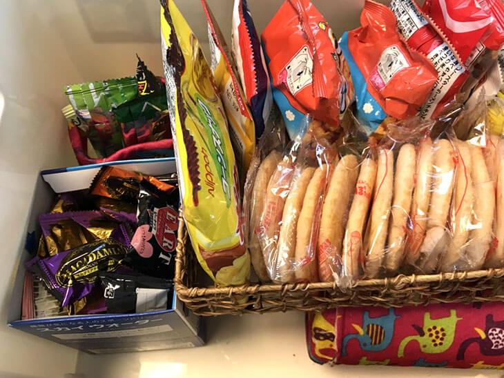 大きなボックスに収納したお菓子