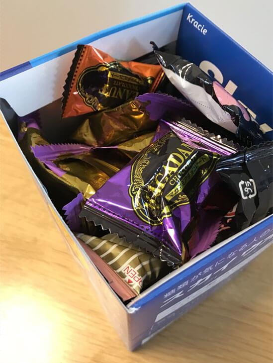 箱に入ってる沢山のお菓子