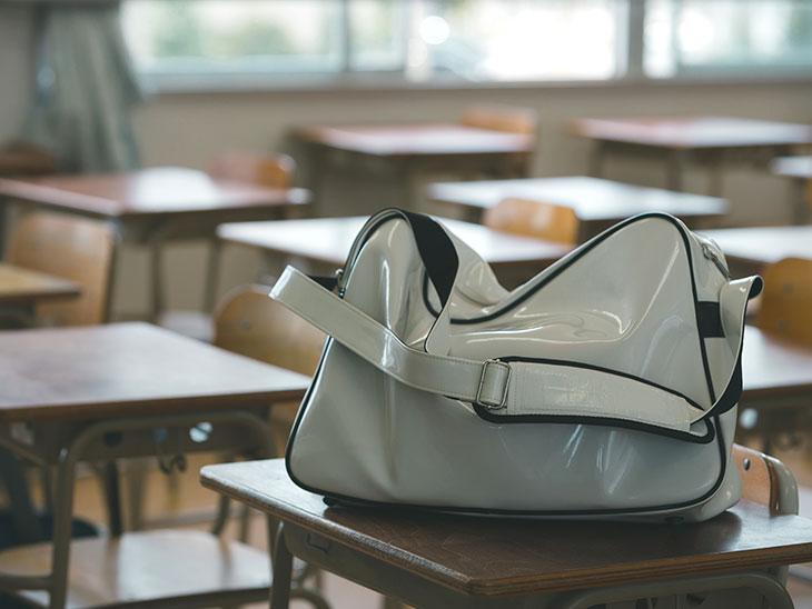 白い通学カバン
