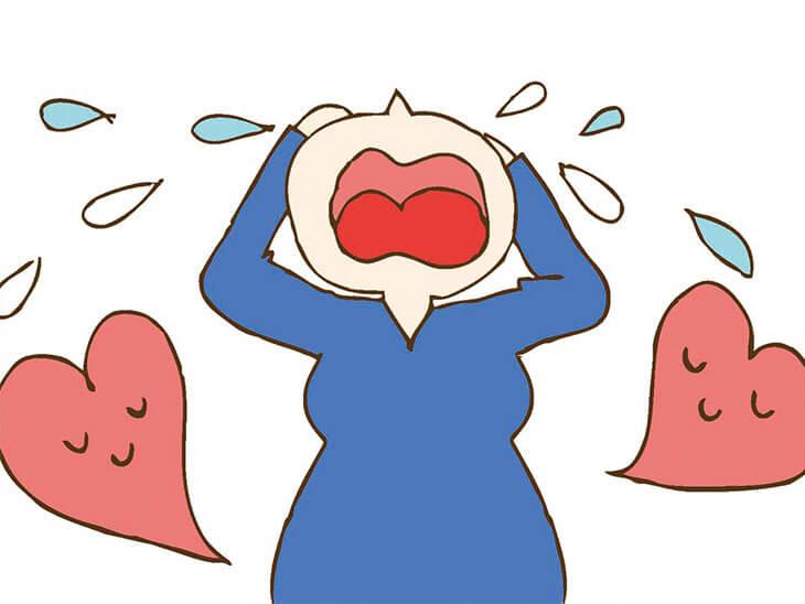 泣いてストレスを発散する妊娠中の女性