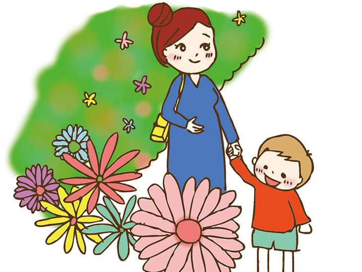子供と散歩する妊婦
