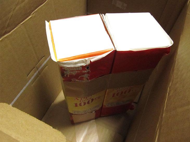 牛乳パックで補強したダンボール箱