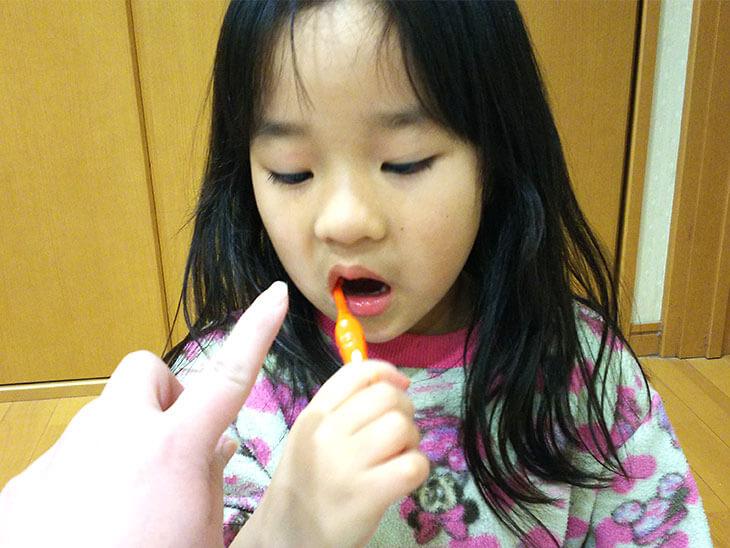 歯磨きを親から指示される子供