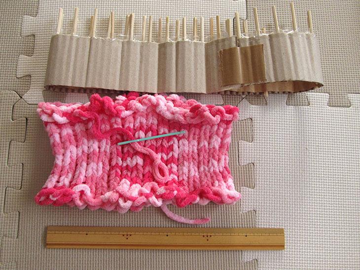 リリアン編み機と編み上げたネックウォーマー