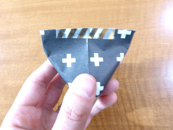 テトラ型にマスキングテープを貼った様子