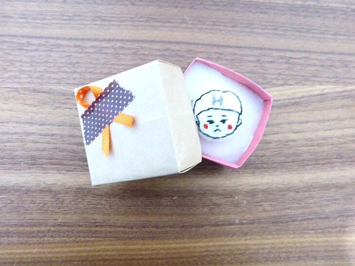 手作りボタンが入っている折り紙ボックス