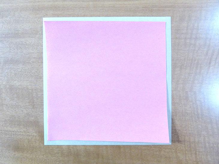 重ねた2枚の折り紙