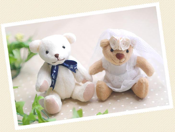 花嫁衣装を着たぬいぐるみ