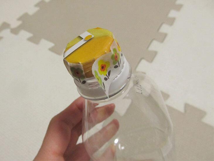 テープで貼ったボール紙の側面