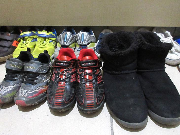 玄関に並べられた靴