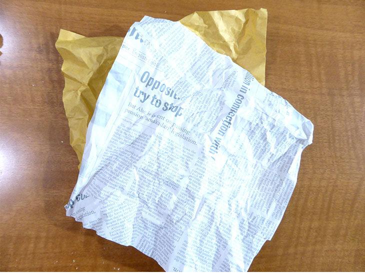 くしゃくしゃ状態の折り紙