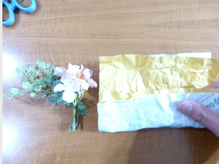 ブーケの高さに合わせて折った折り紙