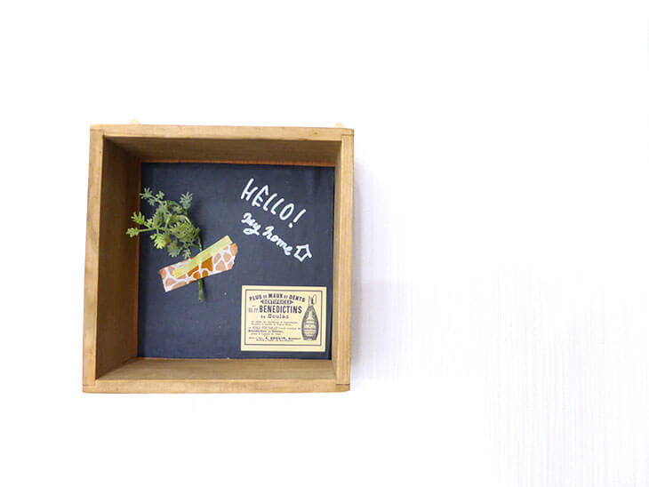 壁に飾られたボックスアート