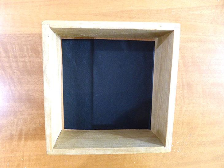 底に黒板シートを貼ったウッドボックス