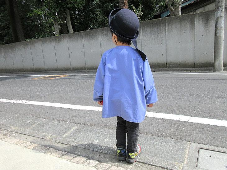 幼稚園に行く幼児