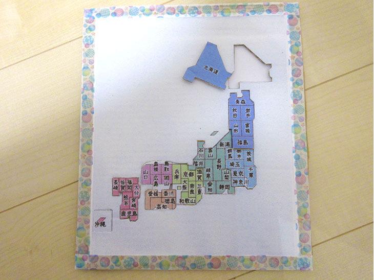 完成した段ボールの日本地図パズル
