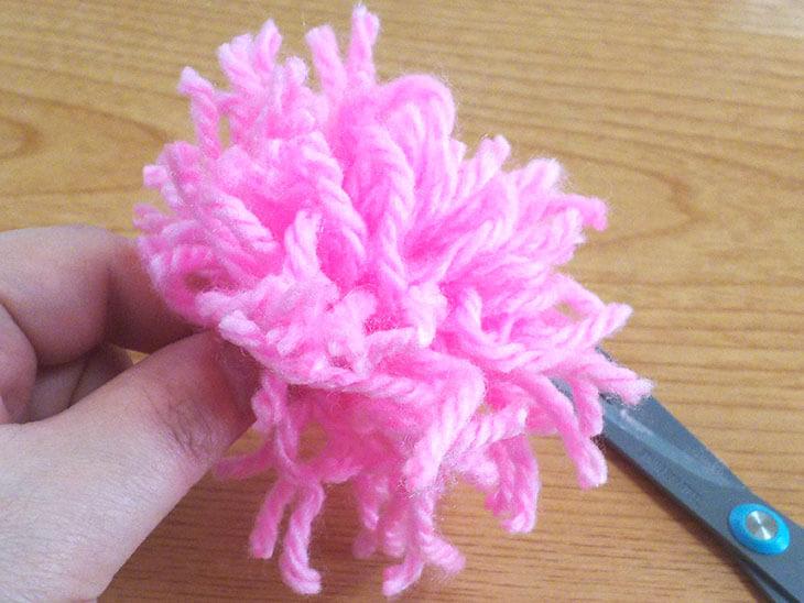 基本の毛糸のポンポンを作る様子3