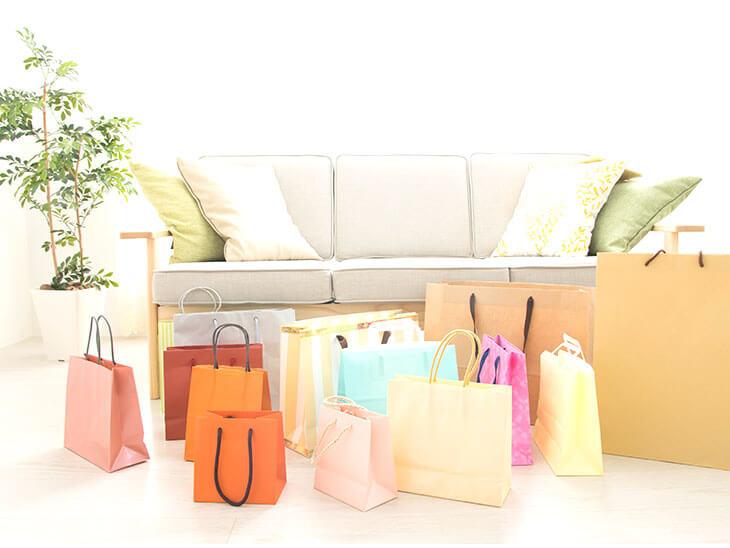 居間と紙袋