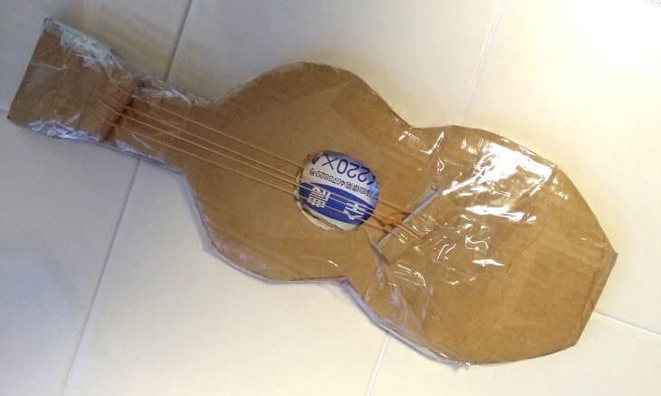 ダンボール製ギター