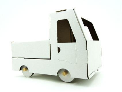 ダンボールのトラック
