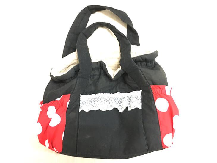黒ベースのマザーズバッグ