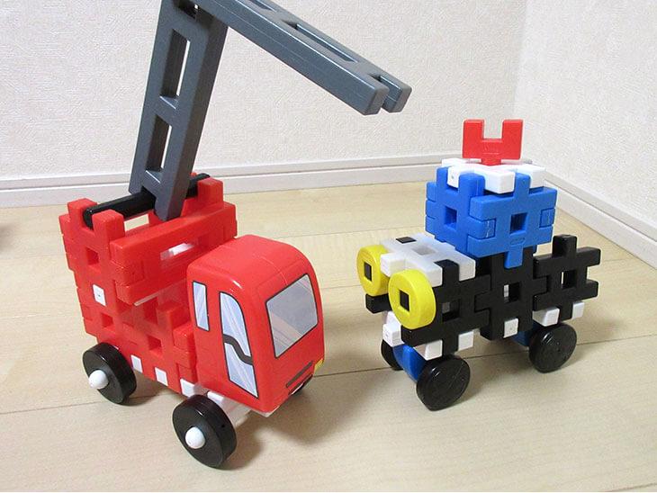 ブロック遊びで作った消防車と乗り物