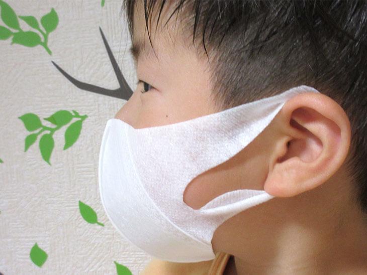 立体マスクでエチケットを守る子供