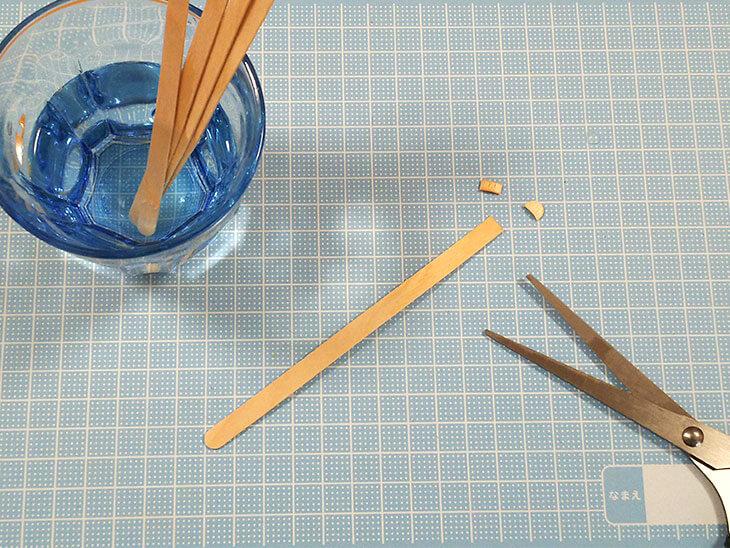 ぬるま湯に浸してから切ったアイスの棒