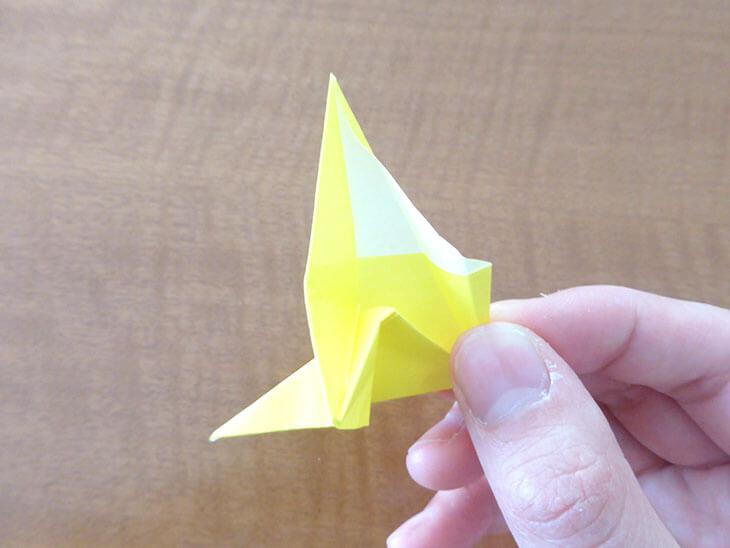 折り紙のつまみを引き出している様子
