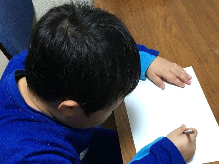 字を書く発達障害児
