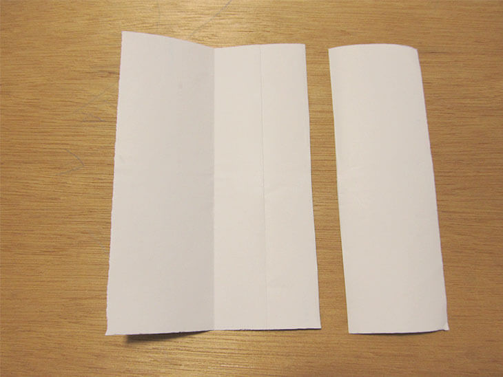 折り紙を3等分にし、一番端を切った様子