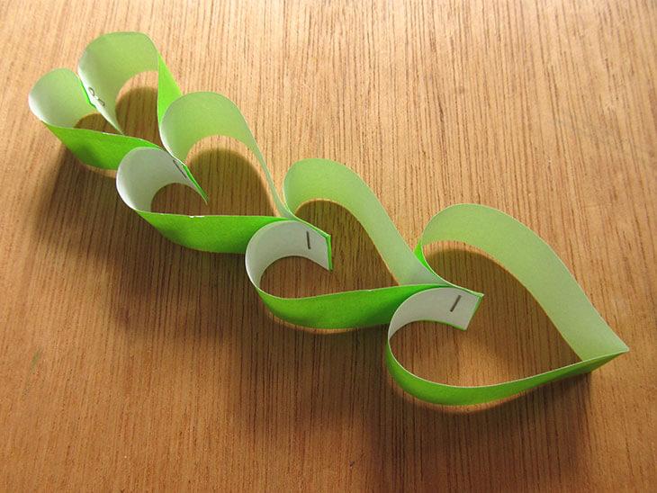 完成したハート輪飾り