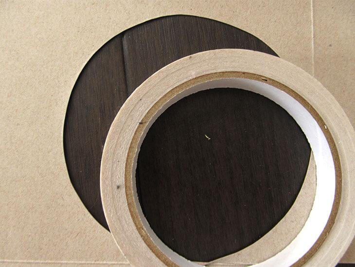 ガムテープを利用して丸を描いて切った画用紙