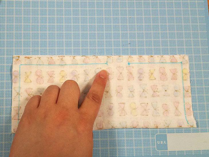 裏表に畳んで縫い線を付けたダブルガーゼ