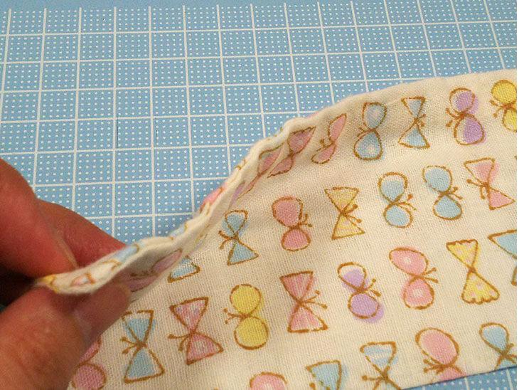 表裏を縫い合わせたガーゼハンカチ