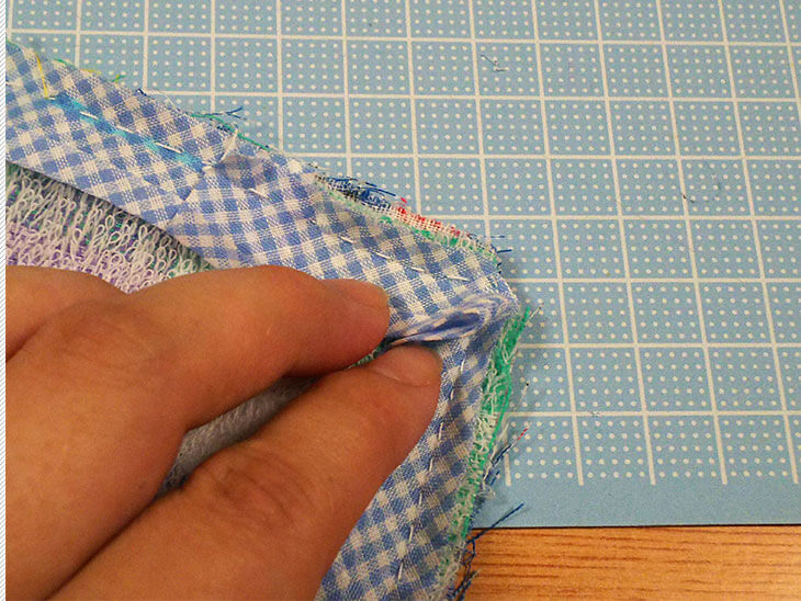 縫い付けたバイアステープの角の様子