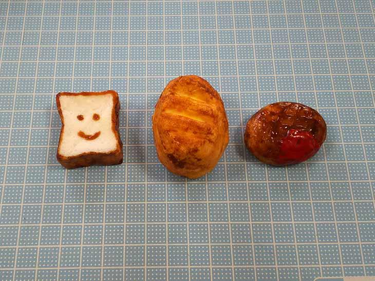 完成したメラミンスポンジのパン型スクイーズ