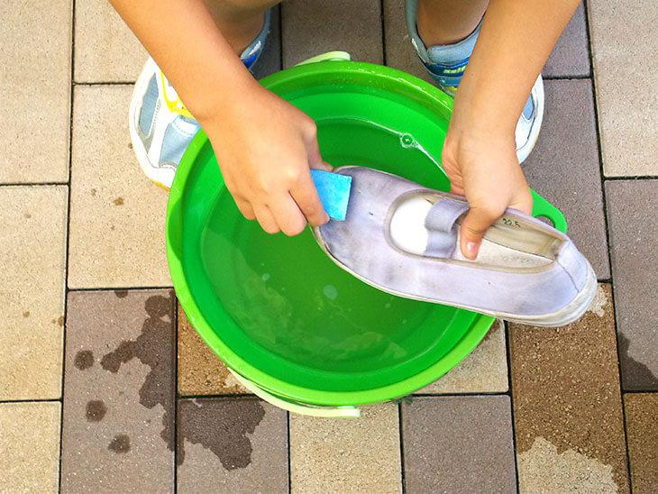 ウタマロ石鹸で洗う様子