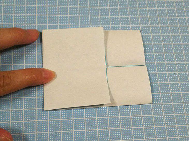 左側を右横に折った折り紙