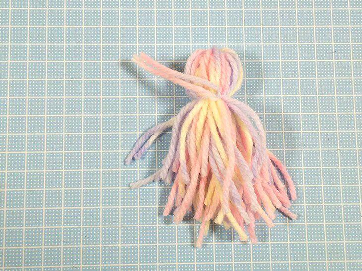毛糸のてるてる坊主の原型