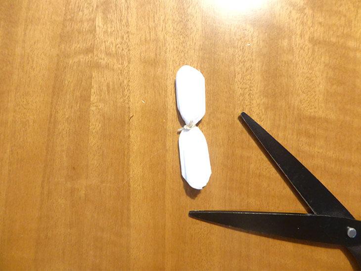 先端を切ったハリセンの形の様子