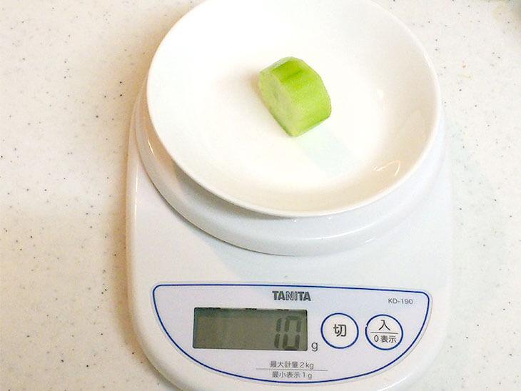 皮を剥いた離乳食用のきゅうり10gの目安量